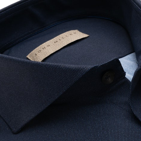 Dark blue tailored fit shirt in a structured hyperstretch fabric 5138305-190-000-000